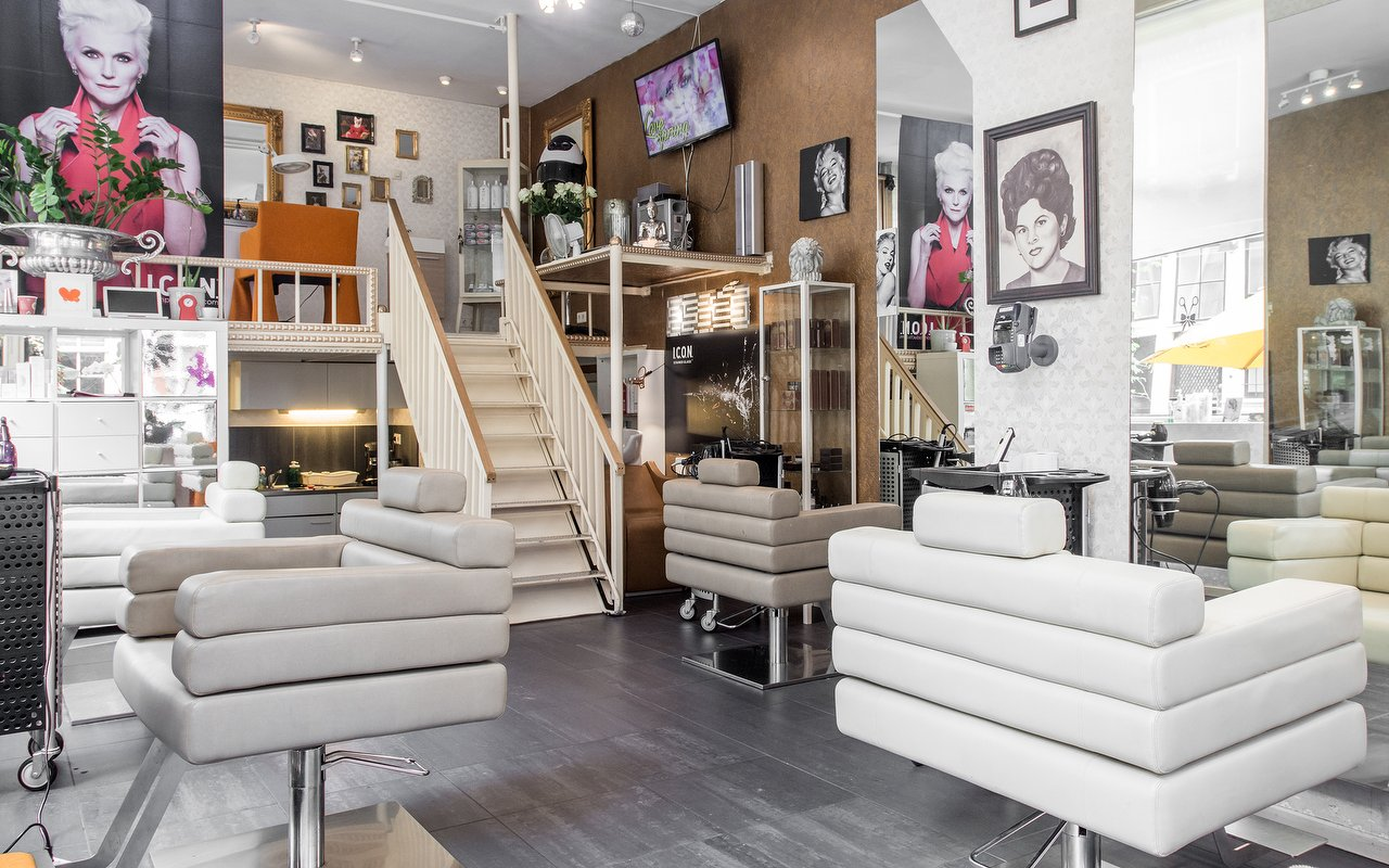 Interior of El Encanto Hairsalon